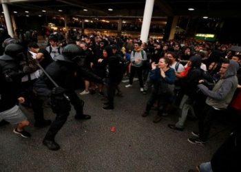 Al menos 78 heridos tras represión contra protestas en Barcelona