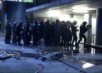Perd l'ull el jove que va rebre l'impacte d'una pilota de goma a l'aeroport