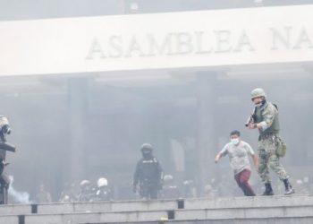 Grupo de Puebla condena represión de movilizaciones en Ecuador