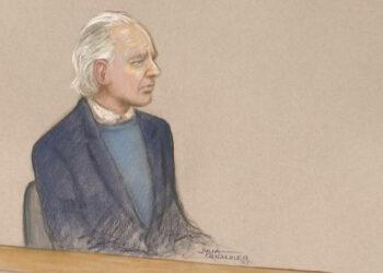 Julian Assange comparece débil y confundido en audiencia frente a tribunal en Londres