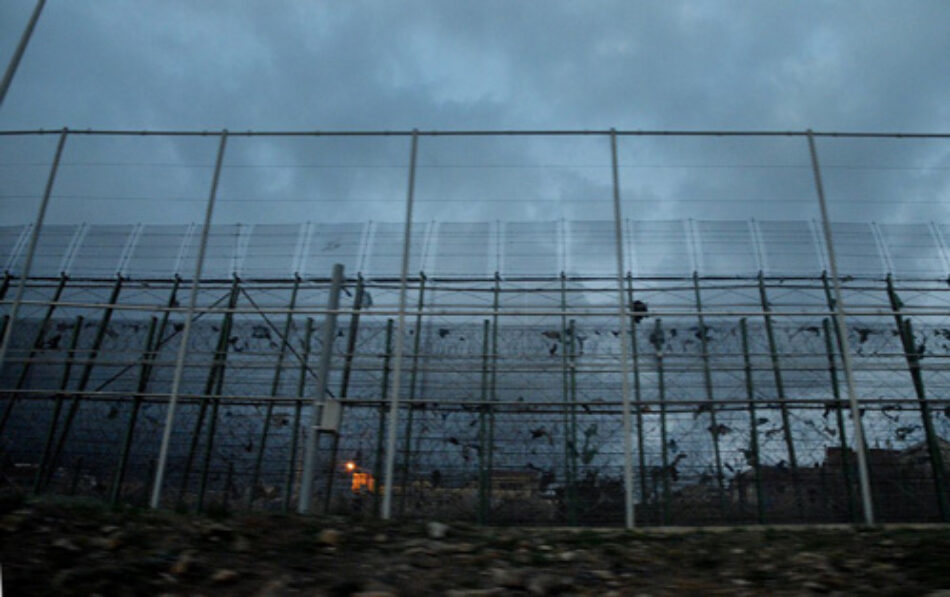 APDHA rechaza la sentencia que condena a nueve personas migrantes que saltaron la valla