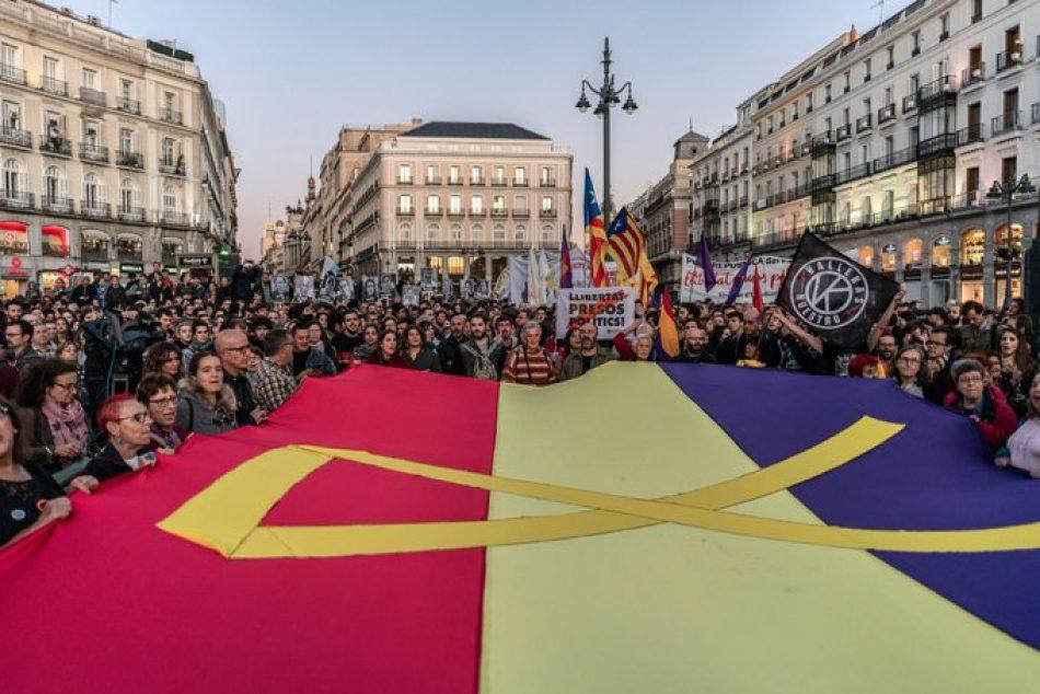Cordones de seguridad, cargas policiales en Madrid y provocaciones de la extrema derecha en el sexto día de movilizaciones