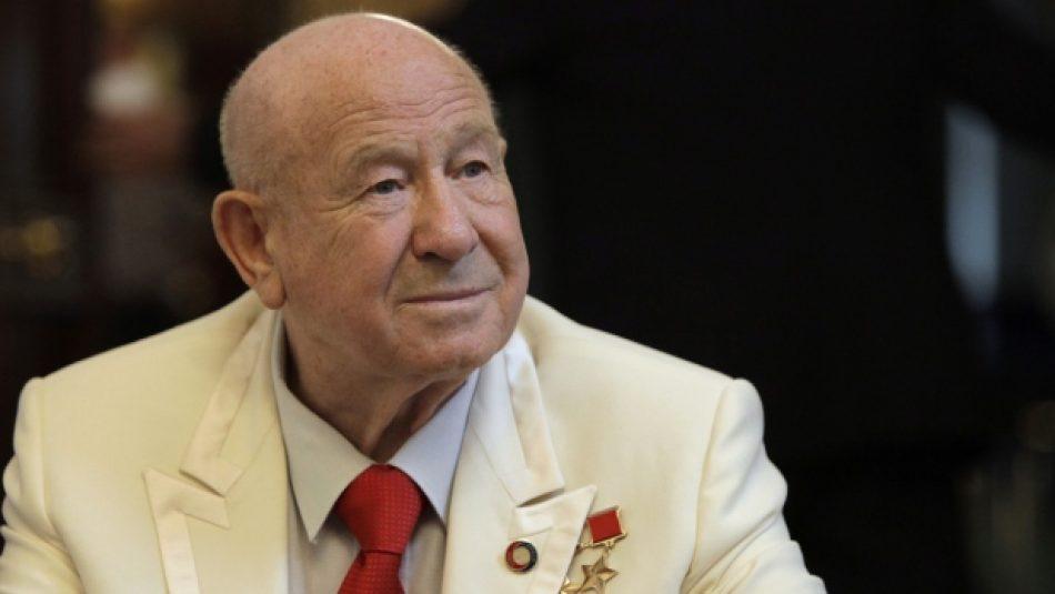 """Muere Alexei Leonov, primera persona en realizar un """"paseo espacial"""""""