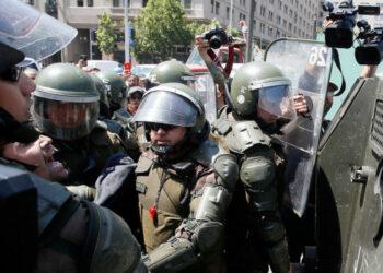 Chile. Denuncian que detenidos fueron «crucificados» en Comisaría de Peñalolén