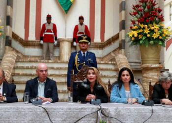 Bolivia. Gobierno de facto se retira del ALBA y cesa al 80 % de los embajadores
