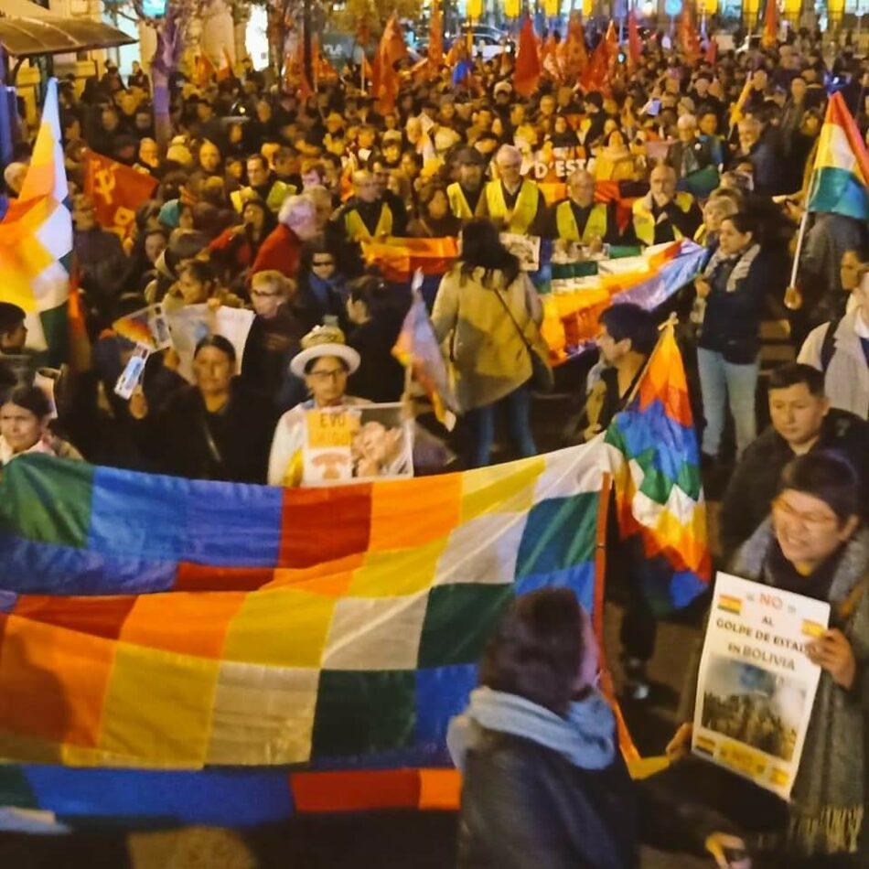 Centenares de personas protestan en València contra el golpe de Estado de Bolivia