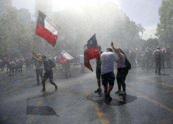 El gobierno chileno y la oposición chocan en la propuesta de una reforma constitucional