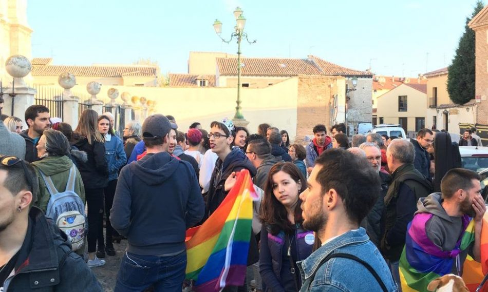 """«Solidaridad con los multados por la protesta contra los pseudocursos ilegales del obispado para """"curar"""" la homosexualidad»"""