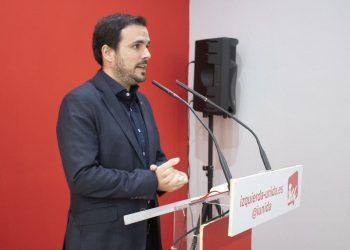 """Alberto Garzón dice que Sánchez """"no puede insistir en pedir apoyos a derecha a izquierda, debe elegir"""" y le exige que """"se decida ya"""" tras ser uno de los """"principales responsables del auge de Vox"""""""