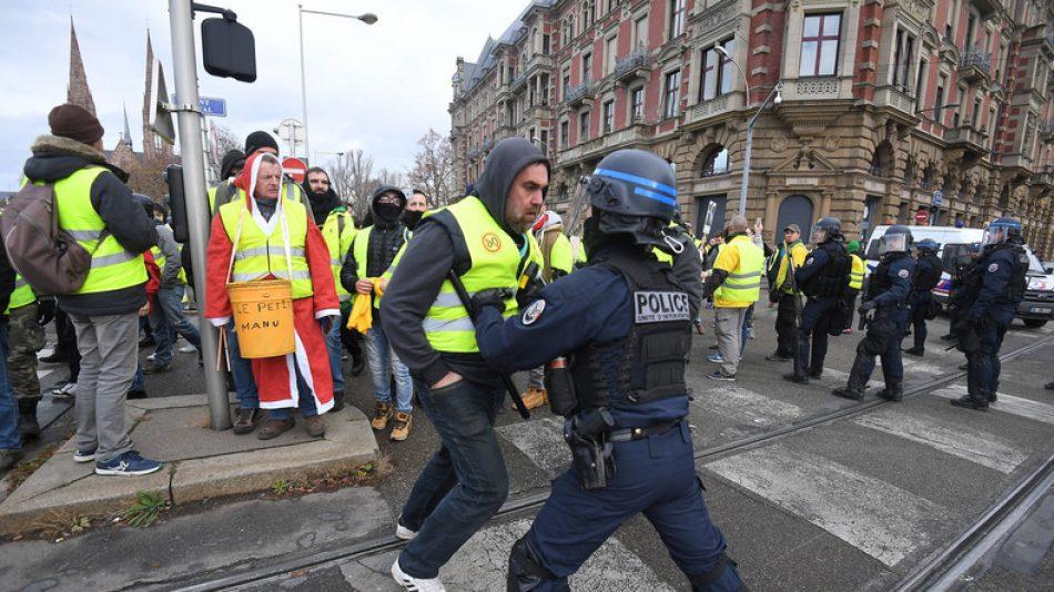 Más de 100 detenidos en las protestas de los chalecos amarillos en Francia