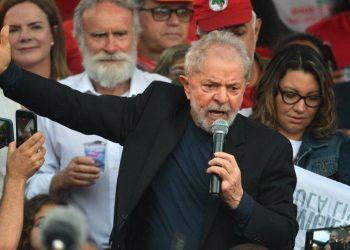 Lula pide a los brasileños que sigan con lucha para cambiar el país