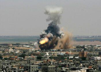 Segundo día de ataques israelíes contra Gaza. Resistencia palestina lanza 220 misiles contra asentamientos israelíes