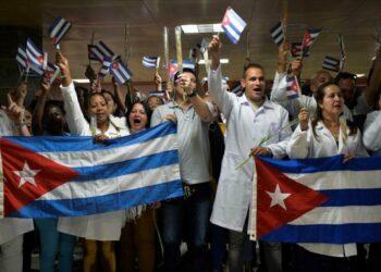 Médicos vuelven a Cuba tras su secuestro por el gobierno de facto de Bolivia