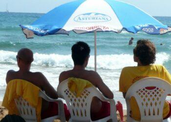 Multan a dos empresas con 41.800 euros por formar un cártel para el servicio de socorrismo de La Coruña