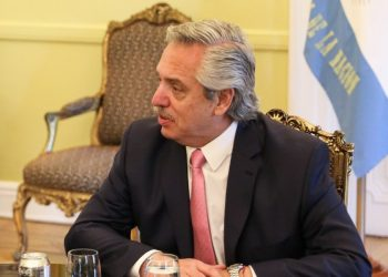 El presidente argentino Alberto Fernández da positivo en COVID-19