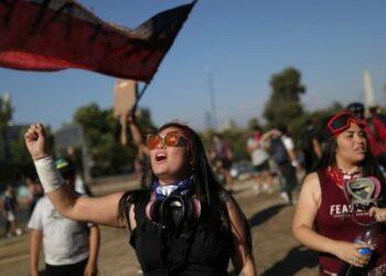 Carabineros detienen a feministas en Chile por hacer la coreografía viral del colectivo Las Tesis