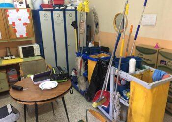 Adelante alerta de la acumulación indebida de sustancias químicas peligrosas en centros escolares de Sevilla