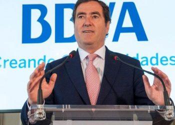 Subir el SMI a 1000 euros es «una barbaridad»: la reflexión de la CEOE en su contexto económico y social