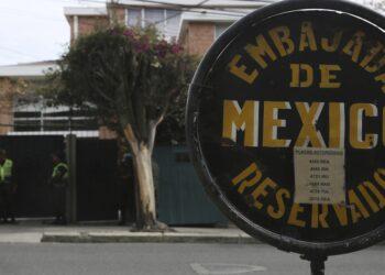 El gobierno abrirá una investigación tras el incidente en la embajada mexicana en La Paz