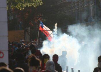 Chile. Uso intensivo de lacrimógenas: La guerra química del Estado contra el pueblo