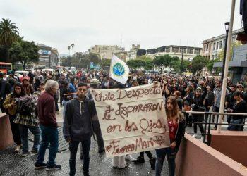 """Chile. """"Empezaron a caminar sobre mis piernas"""": La denuncia que apunta a la Intendencia de Valparaíso como centro de detención y torturas"""