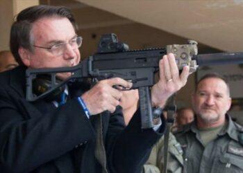 Bolsonaro busca facilitar la venta de armas en Brasil