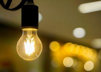 La factura de la luz del usuario medio se situó en 2019 en 854 euros, un 61,3% más cara que hace 15 años