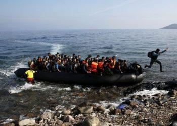 Grecia prevé valla flotante para evitar llegada de inmigrantes