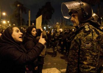Protestas y vigilias en universidades de Irán por el derribo del vuelo de Ukranian Airlines