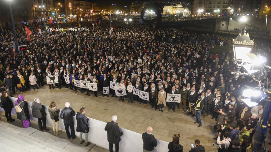 Miles de personas se manifiestan en Bilbao para pedir una política de acercamiento de presos