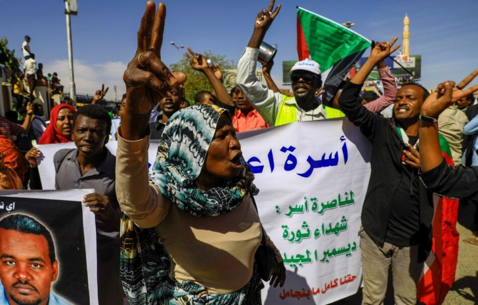 Sudán condena a la horca a 27 policías que torturaron a un manifestante hasta matarlo