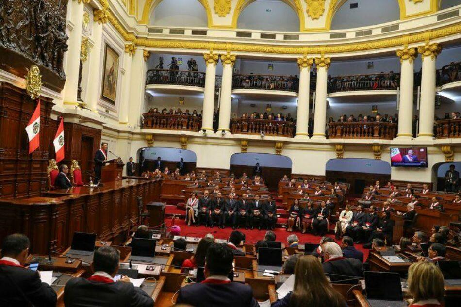 Perú aspira a superar su crisis política mediante las elecciones legislativas
