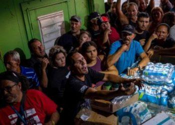 Dejan que se pudra ayuda humanitaria en Puerto Rico, golpeado por desastres