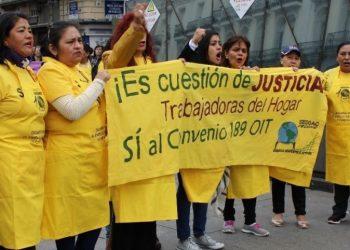 El relator de la ONU de Derechos Humanos, Philip Alston, visita en Madrid el único Centro de Empoderamiento para Trabajadoras del Hogar y Cuidados en España, en riesgo de cierre