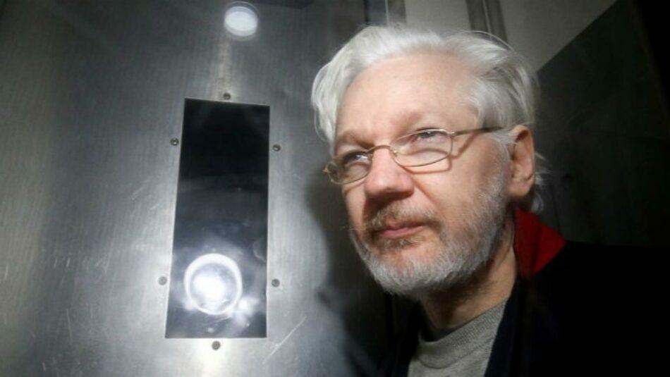 El abogado de Assange advierte que su cliente se suicidará si le extraditan a EEUU