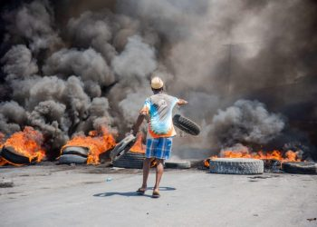 Rebelión policial con apoyo popular contra el gobierno de Moise en Haití