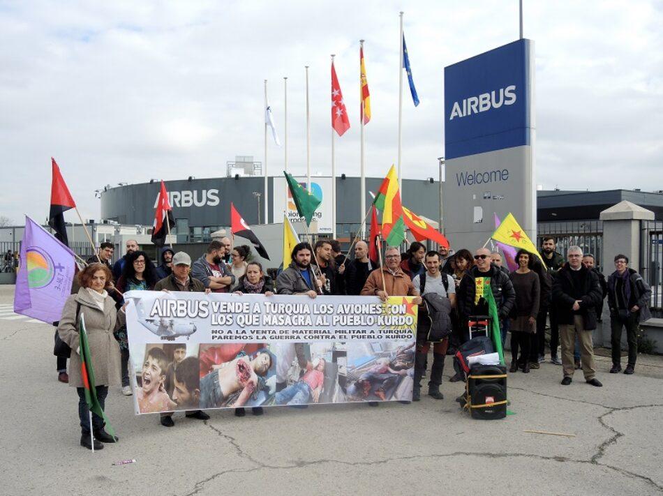 Decenas de militantes se concentran a las puertas de AIRBUS Getafe en protesta por  la venta de aviones militares a Turquía