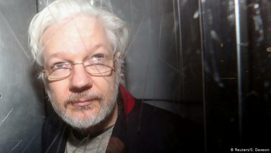 Juristas internacionales critican el proceso de extradición de Assange a EEUU