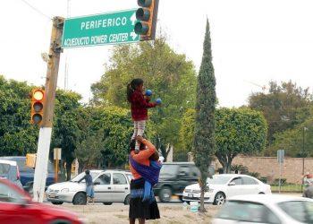 Cuando la patria se convierte en un semáforo. Comunidades indígenas mexicanas bufones del circo urbano