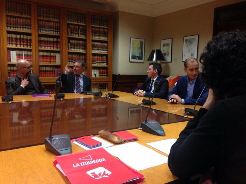 Enrique Santiago y Roser Maestro inician el trabajo en sus nuevas responsabilidades en el Congreso el día en que se constituyen las 21 comisiones permanentes
