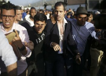 Guaidó regresó a Venezuela tras ser aplaudido por Trump