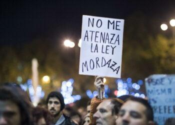 """Enrique Santiago reclama a Grande-Marlaska en el Congreso promover una """"política europea de inmigración justa"""" en la que es """"imprescindible una nueva Ley de Asilo"""""""