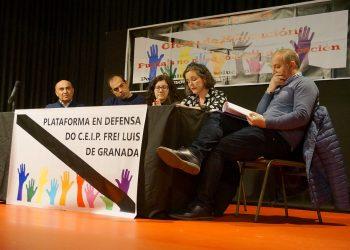 El interés por la situación del colegio Frei Luís de Granada llena la Casa da Cultura de Sarria