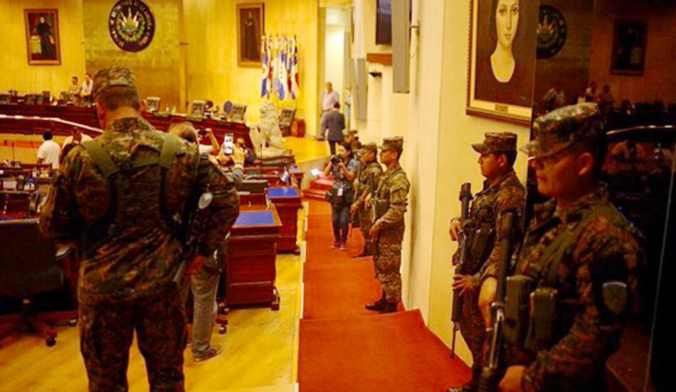 El Salvador. El FMLN llama a defender la Constitución y repudia autogolpe de Bukele