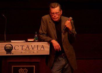 El escritor estadounidense Stephen King da el portazo a Facebook por desinformación