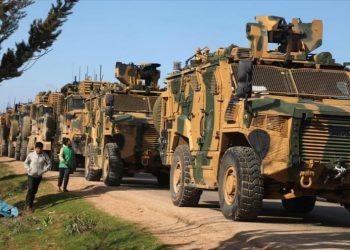 Turquía envía otro convoy militar a Siria pese a tregua de Idlib