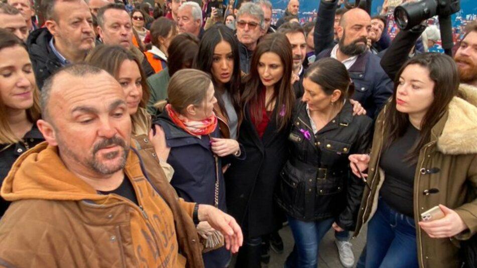 Miembros de Ciudadanos abandonan la manifestación feminista del 8M tras ser increpados: «fuera fascistas, idos con Vox»