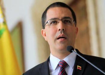 Arreaza denuncia una «nueva fase de agresiones» contra Venezuela que incluiría una amenaza de bloqueo naval