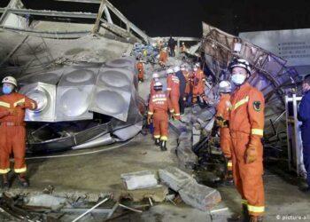 Al menos 10 muertos y 23 atrapados tras el derrumbe de un hotel de cuarentena en China