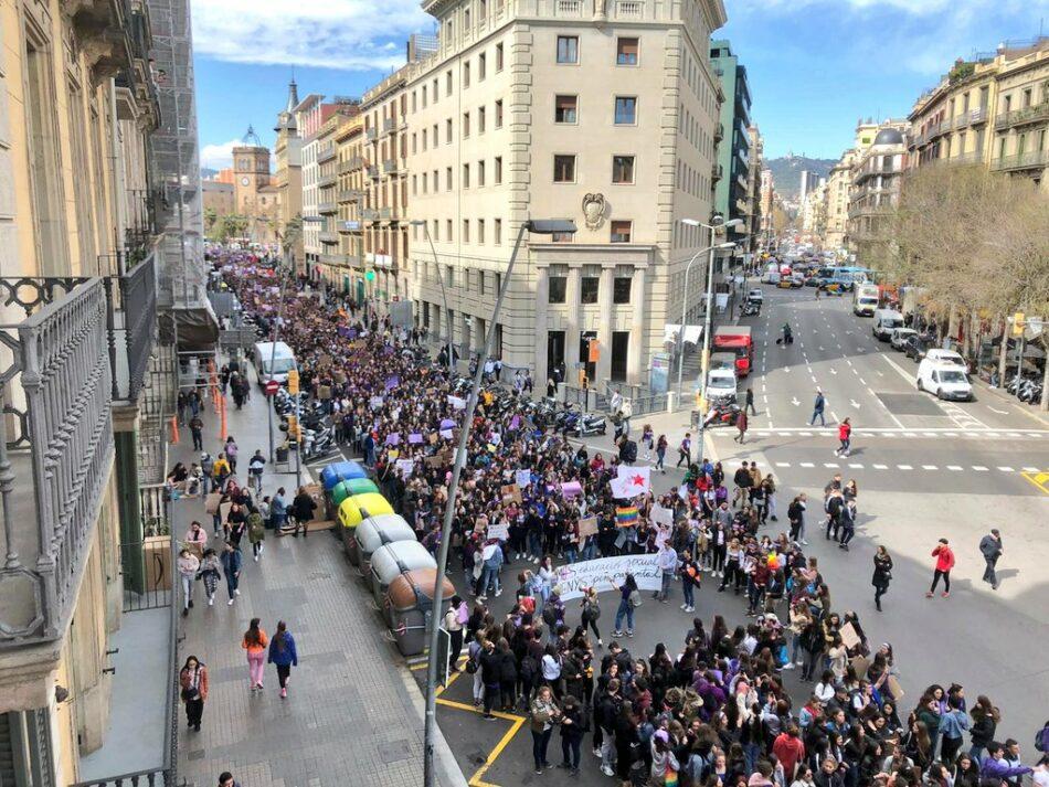 6M: ¡Dos millones de jóvenes secundan la huelga feminista y antifascista convocada por el SE y Libres y Combativas, y más de 100.000 llenan las calles en más de 40 ciudades! ¡No pasarán!
